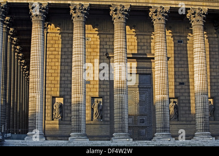 church of la madeleine and rue royale illuminated at night bar stock photo royalty free image. Black Bedroom Furniture Sets. Home Design Ideas