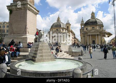 Piazza del Popolo. Obelisco Flaminio and marble lions fountain of Valadier with the twin churches of Santa Maria - Stock Photo