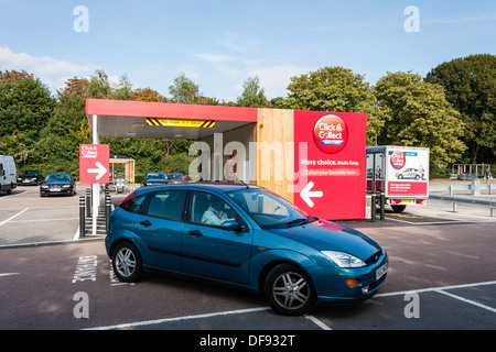 Tesco Click and Collect point in supermarket car park, Reading, Berkshire, England, GB, UK. - Stock Photo