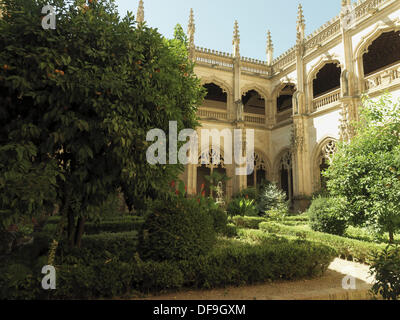 Gothic cloister of the Monastery of San Juan de los Reyes, Toledo, Castilla La Mancha, Spain. - Stock Photo
