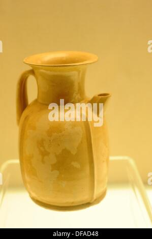 Celadon Ewer with Raised Ridge Design Unearthed in Changsha Kiln Site The ewers by the Changsha Kiln are usually - Stock Photo