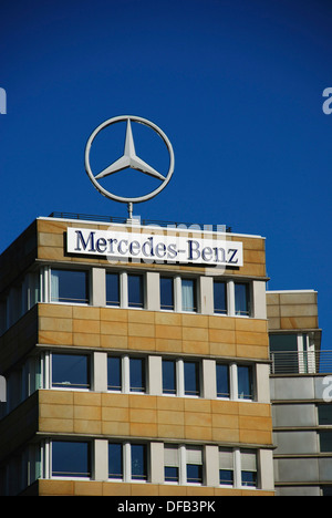 Mercedes benz star logo on top of building berlin for Mercedes benz classic center germany