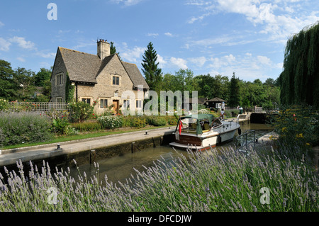 Pleasure boat on the Thames river at Iffley Lock Oxfordshire UK. - Stock Photo