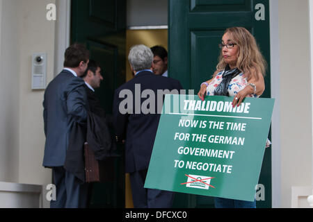 London, UK. 2nd October 2013. Thalidomide victim holds a placard as UKIP MEP Gerard Batten is denied entry to the - Stock Photo