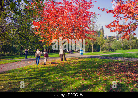 General views of Kelvingrove park Glasgow, some autumn colours and people enjoying walking or looking at the wonderful - Stock Photo