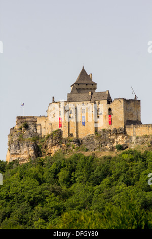 The Château de Castelnaud, officially listed as an Historic Site in 1966, stands high over the Dordogne valley. - Stock Photo