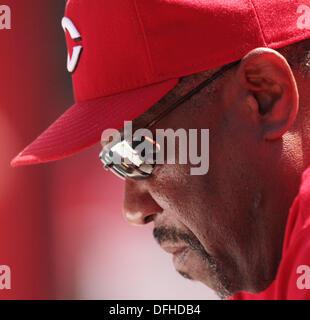 June 9, 2010 - Cincinnati, Ohio, U.S - Cincinnati Reds DUSTY BAKER looks over the teams line up on June 9, 2010 - Stock Photo