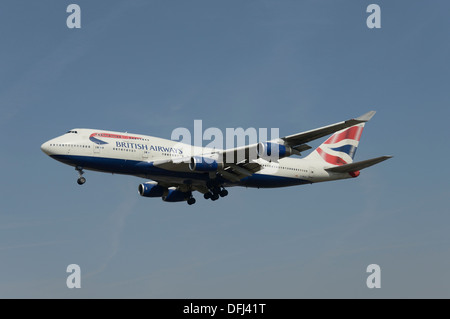 British Airways Boeing 747-400 on final approach - Stock Photo