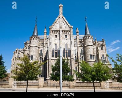 Palacio episcopal de Astorga obra de Antonio Gaudí, de estilo neogótico, iniciado a finales del siglo XIX y finalizado - Stock Photo