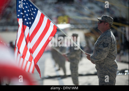 Tech. Sgt. Steve Porell, Delaware Air National Guard 166th Logistics Readiness Squadron, holds the U.S. flag during - Stock Photo