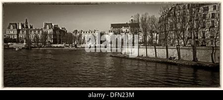 View towards Paris's Hôtel de Ville and the west end of the Île St Louis across the River Seine - Stock Photo