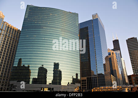 Illinois. Chicago. Chicago River in downtown loop area of city, 333 West Wacker Drive building on curve of river, - Stock Photo