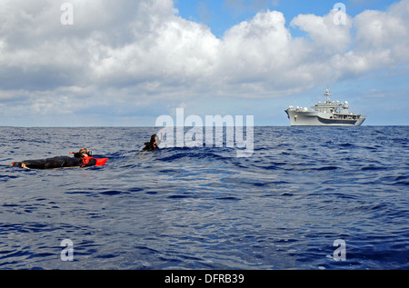 Military Sealift Command search and rescue swimmers assigned to the amphibious command ship USS Mount Whitney (LCC - Stock Photo