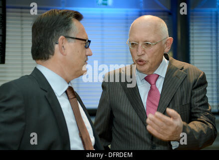 Berlin, Germany. 08th Oct, 2013. Guenter Verheugen (R), former Vice President of the European Commission, and Servaas - Stock Photo