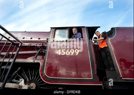 The driver and fireman of an LMS ( London Midland Scottish ) Jubilee class steam locomotive 45699 'Galatea', at - Stock Photo