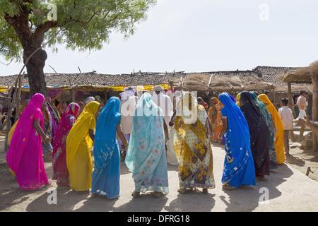 Women Dancing in marriage ceremony of Korku Tribe, Khalwa, Jharikheda village, Madhya Pradesh, India. - Stock Photo