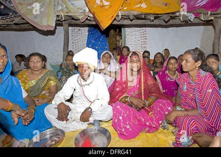 Bride and Groom together in marriage ceremony of Korku Tribe, Khalwa, Jharikheda village, Madhya Pradesh, India. - Stock Photo