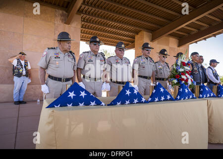 Phoenix, Arizona, USA. 8th Oct, 2013. Members of Veterans Of Foreign Wars honor guard present the urns containing - Stock Photo