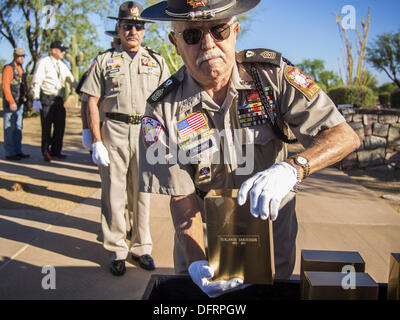 Phoenix, Arizona, USA. 8th Oct, 2013. A member of Veterans Of Foreign Wars honor guard unit holds an urn containing - Stock Photo