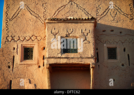 Exterior of the mud brick Kasbah of Taourirt, Ouarzazate, Morocco, built by Pasha Glaoui. A Unesco World Heritage - Stock Photo