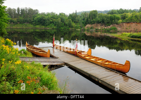 Traditional birch-bark canoes, as they were built by the Native American Indians in eastern Canada, Fort William, Thunder Bay Stock Photo