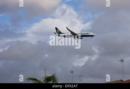 Ryanair Boeing 737–800 coming into land at San Javier (Murcia) airport in Spain - Stock Photo