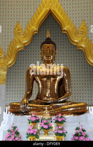 Golden Buddha in Wat Traimit - Stock Photo
