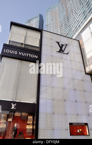 8424dae7af7 Macau: a Louis Vuitton shop Stock Photo: 61074278 - Alamy