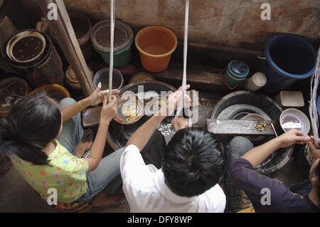 Vientiane Laos: cleaning gold at the Talat Sao ´Morning Market´ - Stock Photo