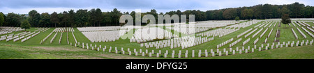 First World War One graves at the WWI Étaples Military Cemetery, largest Commonwealth War Graves Commission cemetery - Stock Photo
