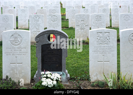 First World War One grave of Belgian soldier among British WW1 graves at the Étaples Military Cemetery, largest - Stock Photo