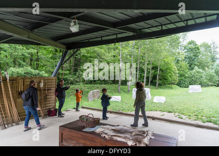 France, Ariege - Parc Prehistorique, Tarascon-sur-Ariege, near Foix. Family with children learn to use spear-thrower. - Stock Photo