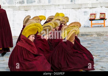 Gelugpa ( yellow hats ) Tibetan monks during a ceremony at Labrang monastery in Xiahe, Gansu. - Stock Photo