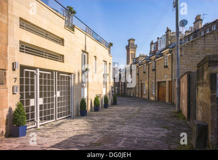 A small cobbled back street in Glasgow, old cottages jostle with the latest makeover houses provide an interesting - Stock Photo