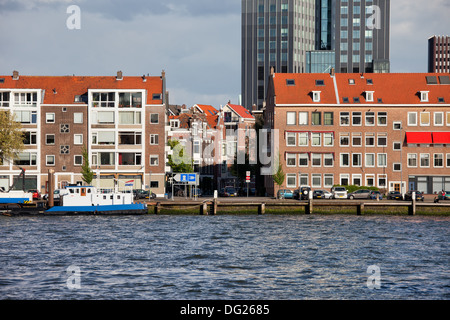 Terraced houses along the river in Rotterdam city centre, Netherlands. - Stock Photo