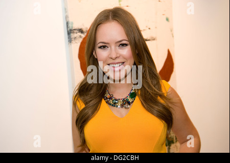 Tanya Burr, Rook & Raven Gallery London at Billy Zane's 'Seize the Day Bed' Exhibition of paintings. - Stock Photo