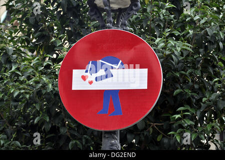 Barcelona, Spain. 14th May, 2013. A yield sign mit street art in the Ciutat Vella district in Barcelona, Spain, - Stock Photo