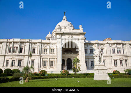 Statue of Lord Curzon and Victoria Memorial, Chowringhee, Kolkata, West Bengal, India - Stock Photo