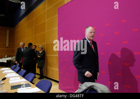 Berlin, Germany. 14th October, 2013. Meeting of the SPD party executive committee in the Willy Brandt house in Berlin. - Stock Photo