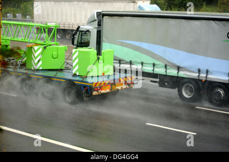Nottinghamshire,UK.14th October 2013.Heavy rain continues to fall for over three days in the East Midlands.Driving - Stock Photo