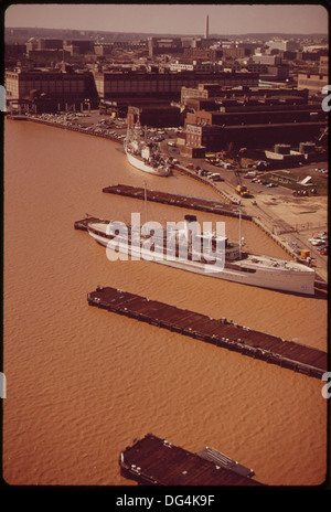 AERIAL VIEW OF THE WASHINGTON NAVY YARD AND THE ANACOSTIA RIVER. EXCESSIVE SILT CAUSES THE BROWN COLOR OF THE WATER - Stock Photo