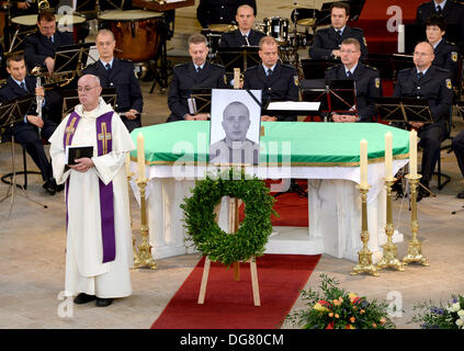 Potsdam, Germany. 16th Oct, 2013. The dean of the German police, Pater Jordanus stands in front of the altar during - Stock Photo