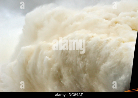 Brazil, Paraná: Enormous water volumes streaming out of the floodgates of Itaipú Dam in Foz do Iguacu - Stock Photo
