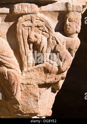 El ángel de la Anunciación en un capitel del claustro del Monasterio de San Juan de la Peña, de estilo románico - Stock Photo