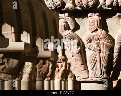 Representación de un apóstol en un capitel del claustro del Monasterio de San Juan de la Peña, de estilo románico - Stock Photo