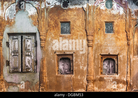 India, Rajasthan, Jaipur, buidling facade, small windows - Stock Photo