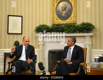 Washington, DC, USA. 17th Oct, 2013. United States President Barack Obama (R) listens to remarks by Prime Minister - Stock Photo