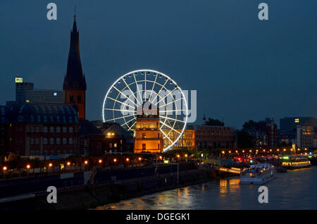 Duesseldorf, Germany. 19th Oct, 2013. A Ferris wheel stands amid the church St. Lambertus (L) and the castle tower - Stock Photo