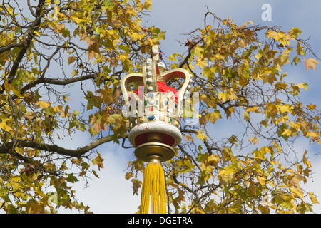 20th October 2013. London UK. A Coronation crown with autumn leaves on The Mall Credit:  amer ghazzal/Alamy Live - Stock Photo
