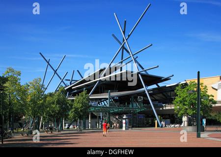 Personennahverkehr, Busterminal am Einkaufszentrum Centro in Oberhausen-Neue Mitte, Ruhrgebiet, Nordrhein-Westfalen - Stock Photo
